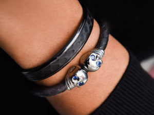 CUFF SET IN BLACK & SAPPHIRES 2