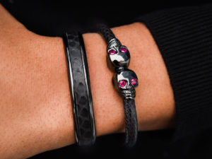 CUFF SET IN BLACK & RUBIES 2